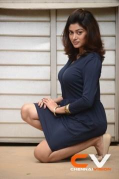 Tamil Actress Oviya Photos