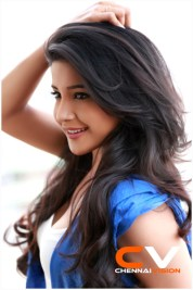 Tamil Actress Sakshi Agarwal Photos
