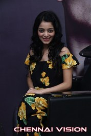 Tamil Actress Janani Iyer Photos