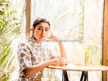 Actress Shalini Pandey New Photos