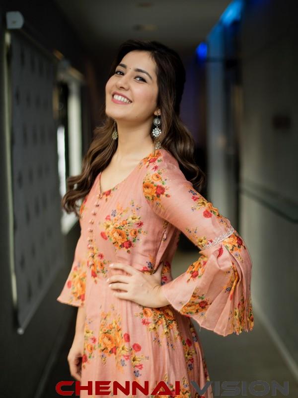 Actress Raashi Khanna latest Photos 2