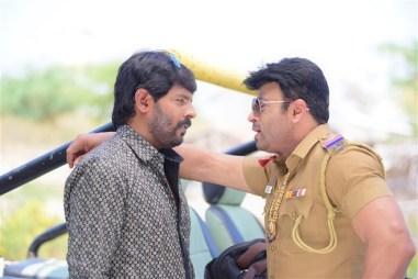 Avathara Vettai Tamil Movie Photos 18