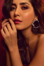 Actress Raashi Khanna Latest photoshoot pictures