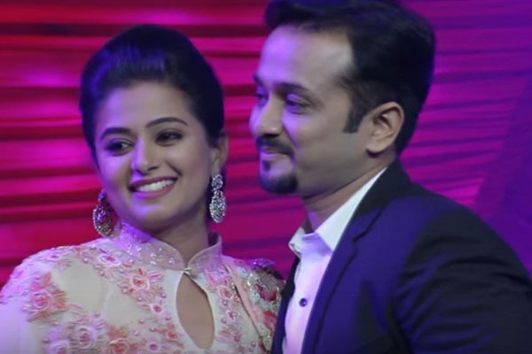 Priyamani gets engaged