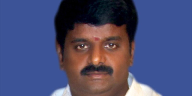 Minister Vijayabaskar calls female reporter 'beautiful', regrets later