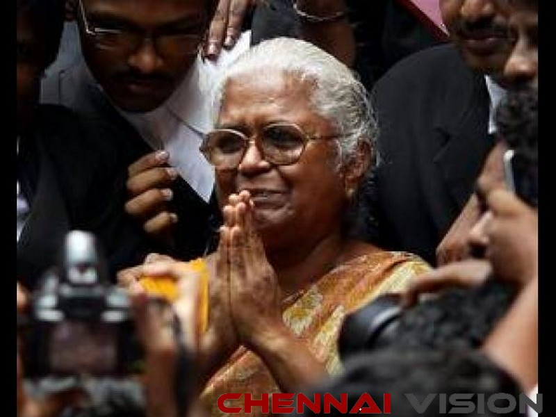 Perarivalan's mother meets Governor, seeks son's release