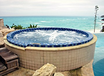 Where hot tub meets sea.