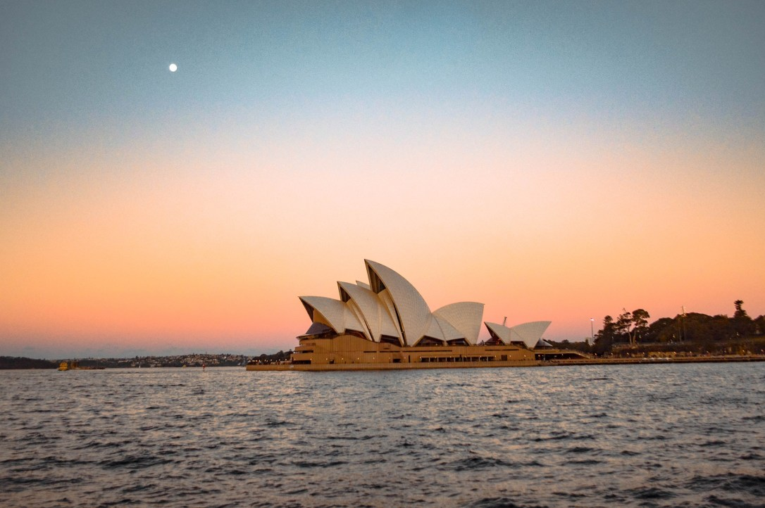 sydney-opera-house-sunset-view-australia-full-moon