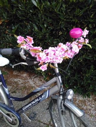 DIY Pimp your bike with flowers (5)