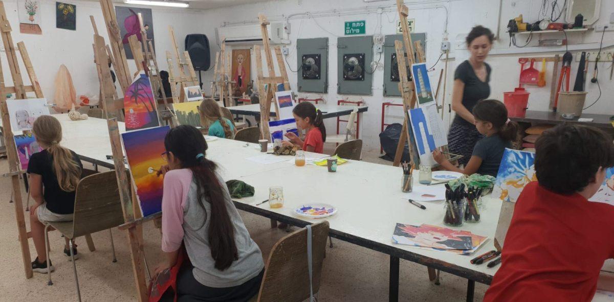 סדנת אמנות לילדים בסטודיו