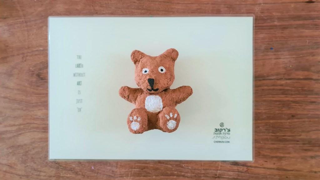 Escultura de pulpa de oso de pulpa de papel