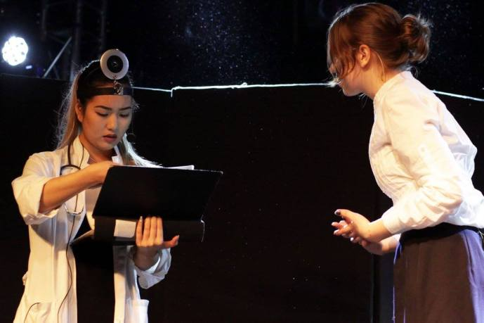 Vuong Lee as doctor and Laura Pätäri as Olga at Teateris event 3.4.2016, Turku. Photo: Riina Tiikasalo