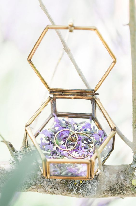 Geometric Ring Holder
