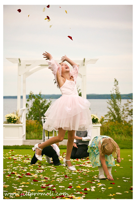 Inviting Tots to Your Wedding? 4 Ways to Entertain your Little Guests