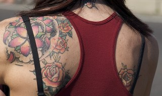 Female Shoulder Flower Tattoo By : David Schexnaydre   CC