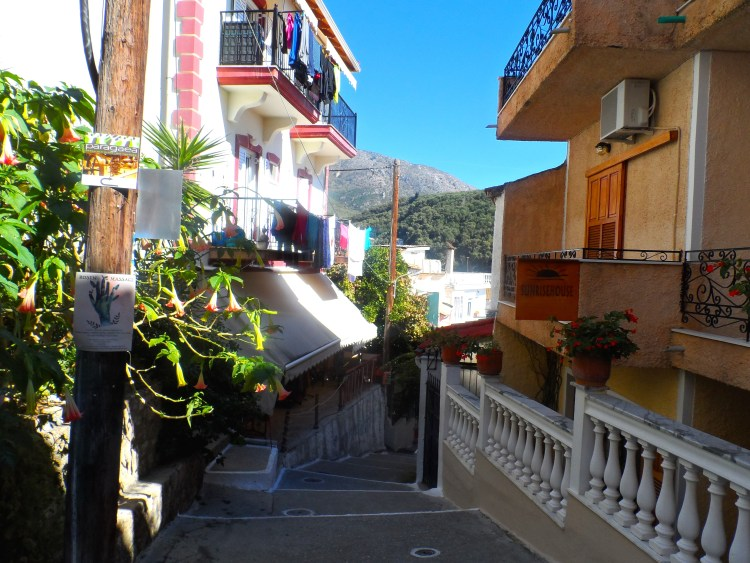 Travel Blog Parga Greece down into town SAM_1917
