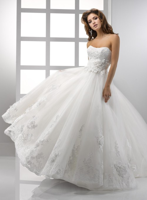 lace ball gown wedding dress with scoop neckline