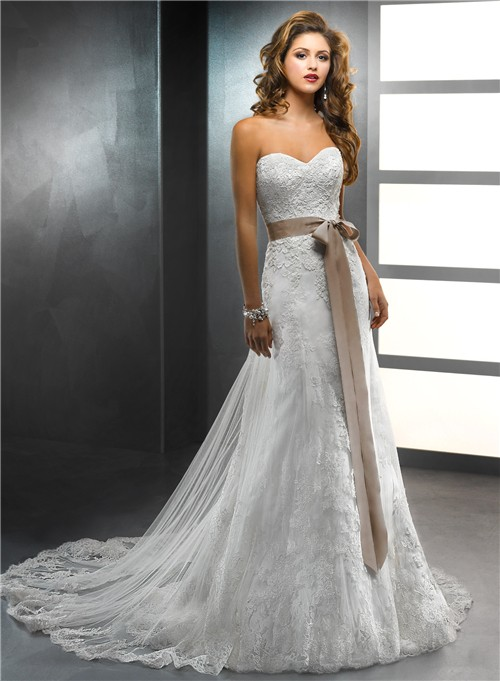 mermaid vintage lace wedding dress with sweetheart neckline