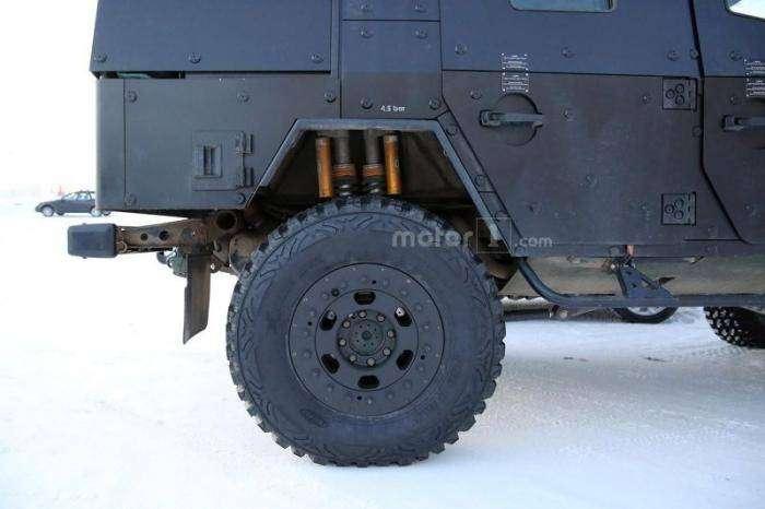 Легкая бронированная патрульная машина на базе Mercedes G-Class (17 фото)