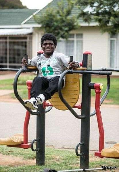 Необычный юноша мечтает стать бодибилдером (10 фото)