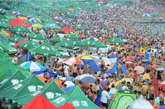 Пляжный отдых в Китае (8 фото)