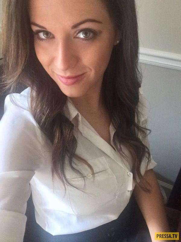 Красивые девушки скучают на работе (32 фото)