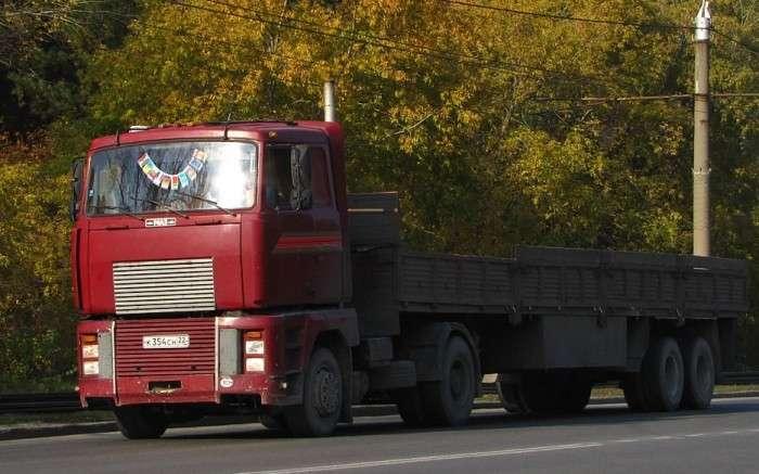 Почему французский Renault Magnum выглядит, как белорусский МАЗ, и кто у кого украл разработку