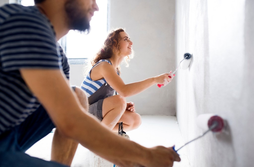 couple-painting-interior-of-house-with-white-shade-of-paint