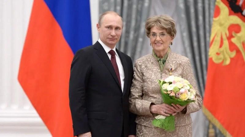Президент наградил Алису Аксенову орденом Александра Невского