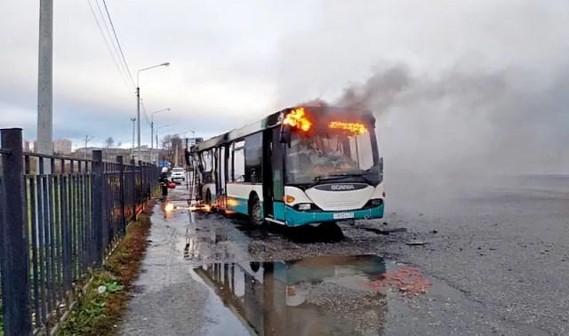 Автобус горит