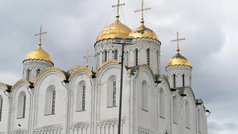 Зеленые стены и обшарпанные купола. Когда во Владимире отремонтируют Успенский собор?