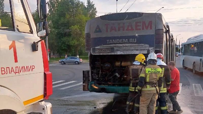 Во Владимире снова загорелся автобус и толкали троллейбус