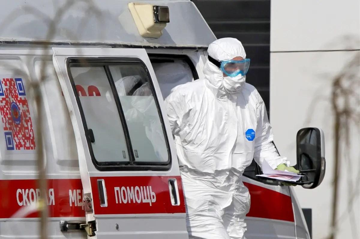 9 владимирских медиков посмертно наградили за борьбу с коронавирусом