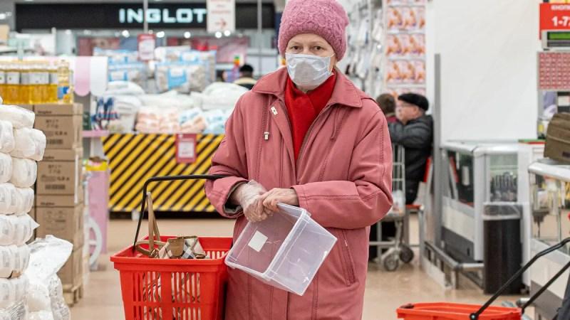 Сипягин ввел комендантский час для пенсионеров и запретил всем ходить без маски