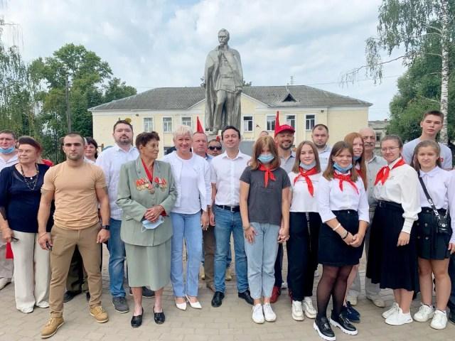 Памятник Дзержинскому Гусь-Хрустальный КПРФ