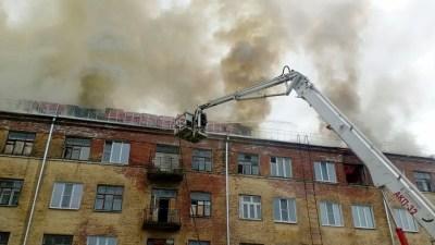 В Коврове у дома сгорела отремонтированная в 2020 году крыша