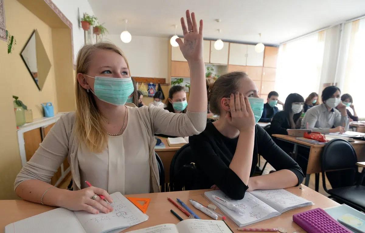Владимирским школьникам разрешили линейки и ходить без масок