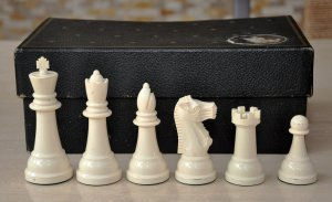 Vintage Gallant Knight Black Tournament-size Plastic Chess Set