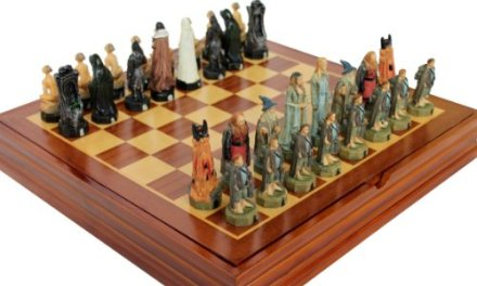 Lord Of The Rings Chess Set. Resin Pieces