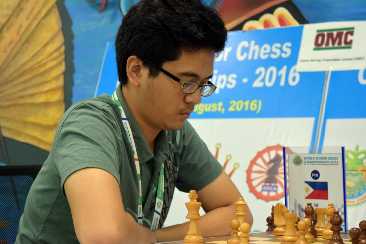 Paulo Bersamina in Round 13 of World Junior Chess Championships 2016. Photo credit: wjcc2016india.com.