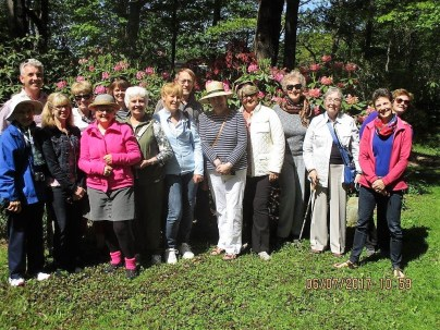 07 June (23) CGC group photo in John Brett & Myrne O'Brien's garden. The Hall sisters are on the right