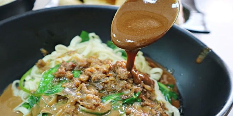 台中北屯│立偉麵食(太原店)*來自第二市場的一麵三吃超經典。綜合湯品用料澎派毫不手軟