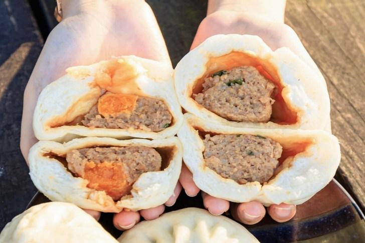 20210331172352 30 - 向陽東坡蛋黃肉包,第三市場超人氣秒殺肉包!內餡飽滿又多汁,排隊至少半小時以上才吃得到