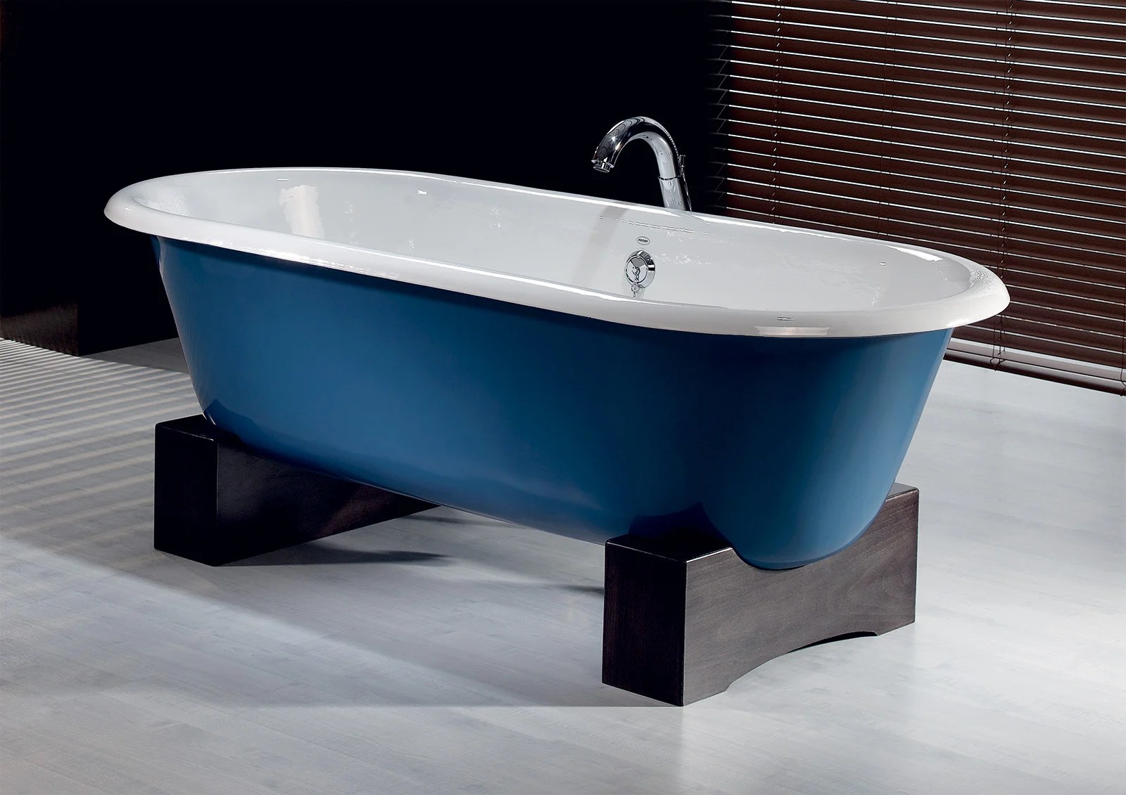 REGAL Cast Iron Bath With Wooden Base Cheviot Products