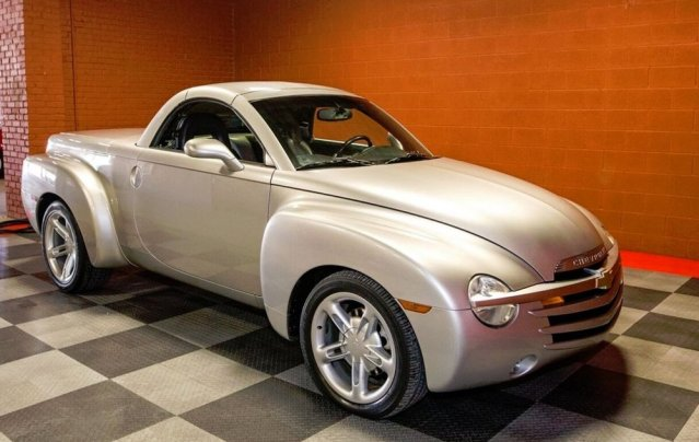 2005 Chevrolet SSR Front