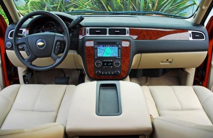 2020 Chevy Avalanche Interior