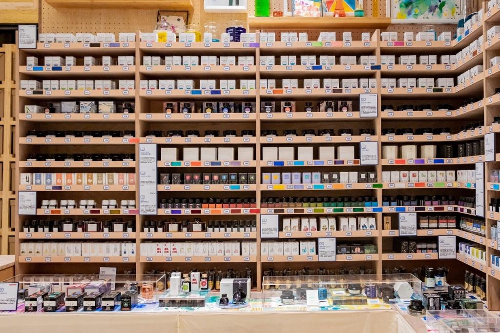 誠品書店「supertry書寫超試」展出逾100種特色筆款、超過400種新奇墨水及近300種紙品