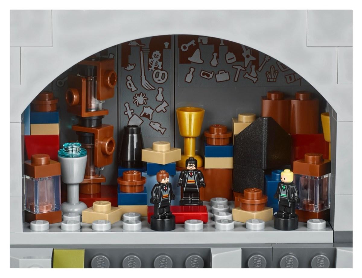 71043 Lego® 霍格華滋™城堡,每個經典場景在拼裝中都能讓哈波迷細細品味。2
