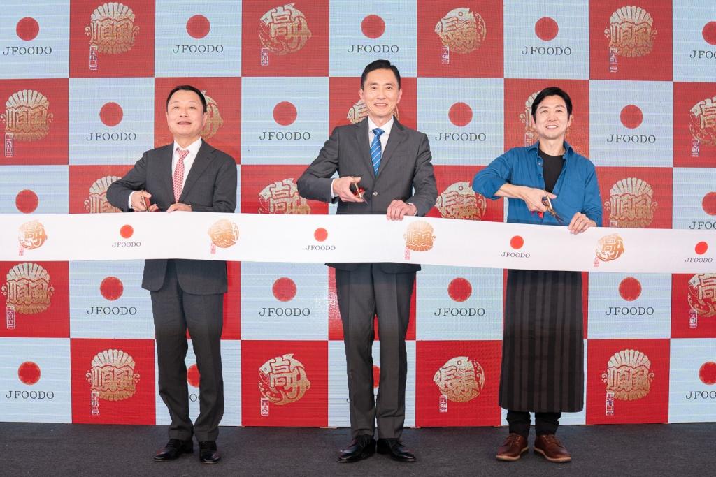 Jfoodo事務長大泉裕樹、松重豐及masa主廚為日本開運魚活動上線剪綵