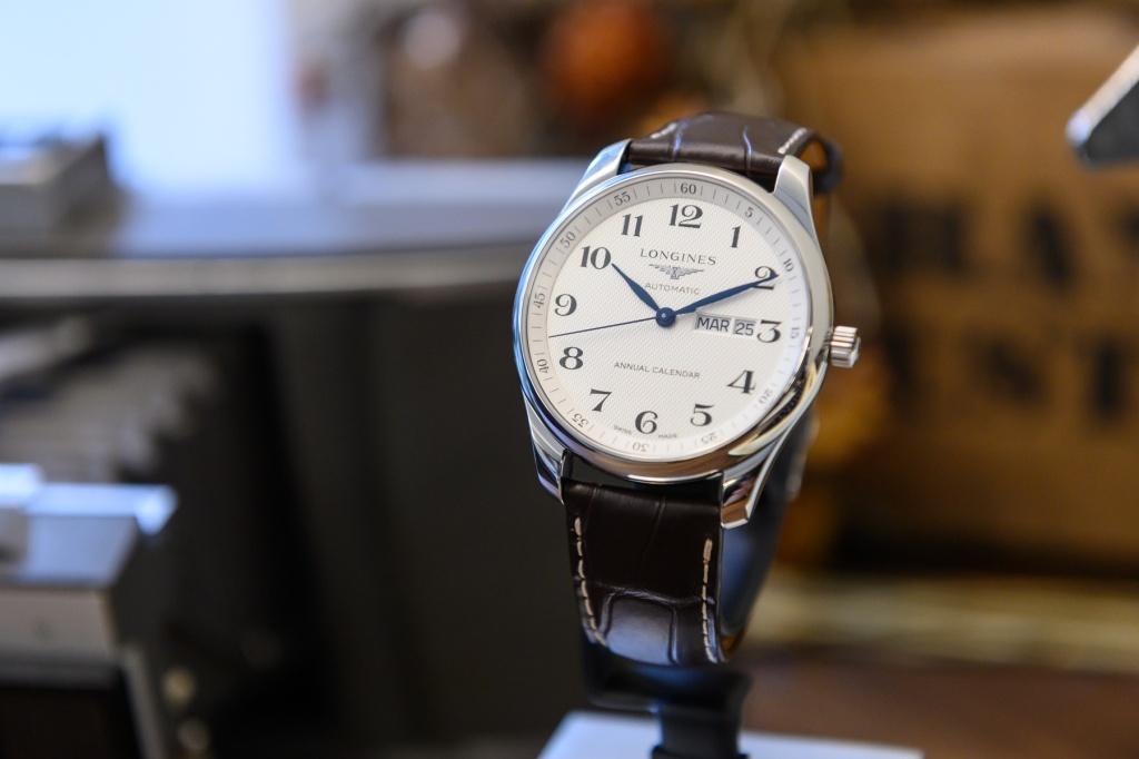 Longines浪琴表master巨擘系列銀色面盤年曆腕錶(l2.920.4.78.3)